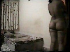 ļoti liela maksts porno mēģina garša loceklis un uzsēžas uz tā