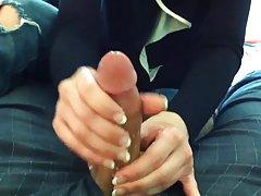 Sexy incītis porno brunete maigi un jutekliski mutē par komplektu