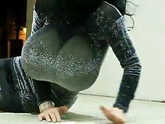Seksa video online izģērbies ar mūziku kaila un parādīja ķermenis