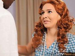 Mājas porno pilnas slaida brunete ar shaved steidzas uz puisi, lai nodarbotos ar seksu