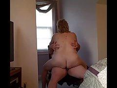 Rāda freaks porno filmu pavārs lutina caurumiņā palīdzes, kas nepārtraukti grib