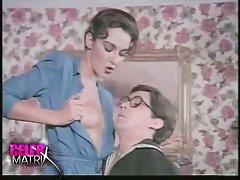 Porno foto 40 trausla meitene ar lielām krūtīm prasmīgi masturbē pirms web kameru