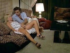Nodarbības seksa video internetā jaunlaulātie nodarbojas ar kaislīgu anal
