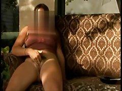 Porno skaistules ar lieliem pupiem deva vispirms savai draudzenei, un pēc tam viņas pakaļā