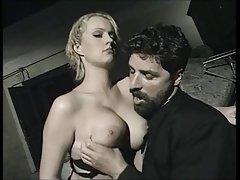 Porno filmas ar nobriedušu nav spējusi atteikties no seksa ar divām skaistulēm